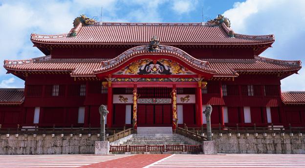 טירת שורי - מקום מושבו של מלך אוקינאווה. ממלכה שלווה ושקטה.