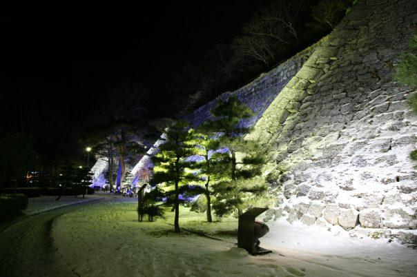 מנהגים פיאודליים מוזרים, כלכלה כושל. חומת הטירה העתיקה של מוריאוקה.