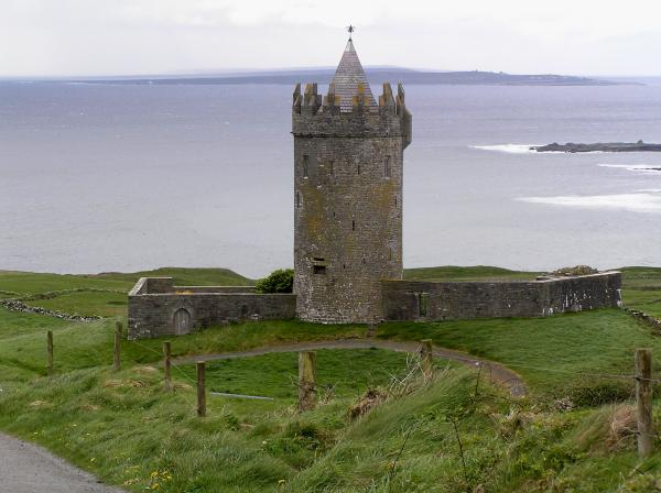 castle-by-the-sea-in-ireland-jeanette-oberholtzer