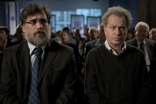 """אליעזר ואוריאל שקולניק (מגולמים על ידי ליאור אשכנזי ושלמה בראבא) בסרט """"הערת שוליים"""""""