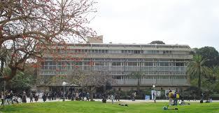מדעי הדשא? בניין גילמן, הפקולטה למדעי הרוח באוניברסיטת תל אביב