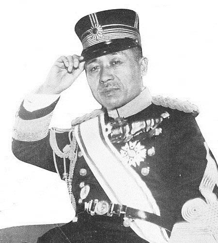 גיבה את קציניו לאורך כל הדרך - גנרל הונג'ו שיגרו