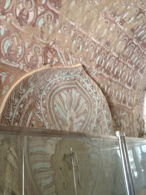 הוד קדומים - ציורים בודהיסטיים בני מאות שנים במערות בזקליק
