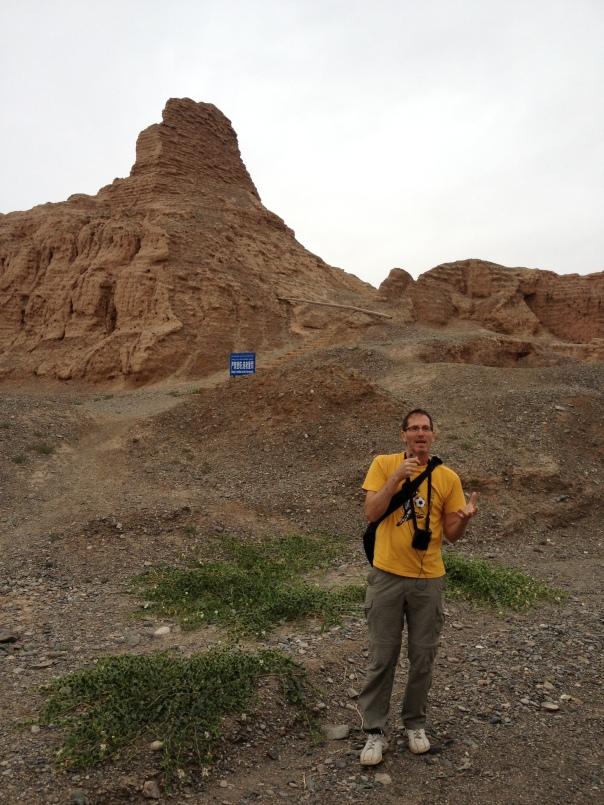 המפענחים - פרופ' גידי שלח מסביר על מנזר בודהיסטי חרב במדבר