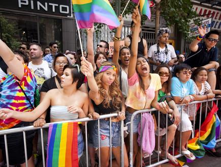 """תמיכה בזכויות להט""""ב כהכרה בחוסר בחירה? מפגינים במצעד הגאווה"""