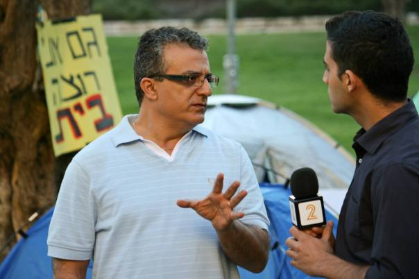 מנהיג עממי - אחרי שאשתו זורקת אותו מהבית והוא נאלץ לגור באוהל, אמג'ד פותח גל חדש של מחאה חברתית