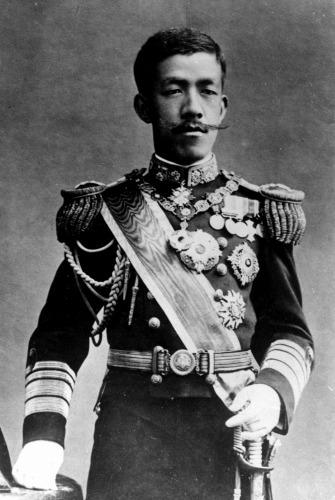 הקיסר הצעיר יושיהיטו (טאישו), שלט מ-1912 עד 1926. מינה ראשי ממשלה לפי עצתם של חברי מועצת הגנרו