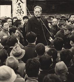 אוזאקי יוקיו מלהיב את ההמונים