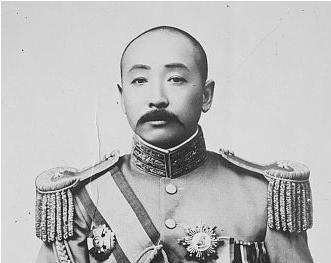 """קשה לאגף אותו - """"המרשל הזקן"""" ג'אנג זואו-לין. אחת מבעיותיו העיקריות: הוא היה מכור לאופיום."""