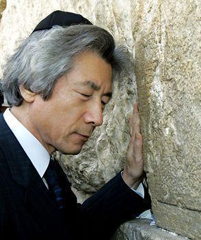 גם הוא מגלה אמפטיה ליהודים. ראש ממשלת יפן לשעבר קואיזומי ג'וניאיצ'ירו