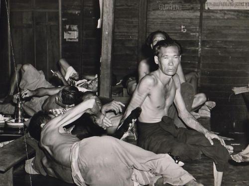 קבצנים ונרקומנים: מאורת אופיום בסין