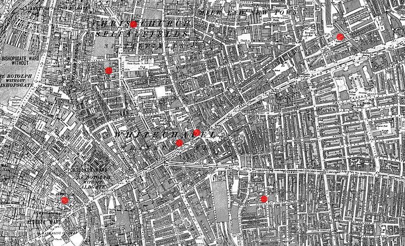 """מפה של אזור וייטצ'אפל. הנקודות האדומות מסמנות שבע זירות רצח שיוחסו לג'ק המרטש, אם כי רק חמישה מהמקרים הם """"קאנוניים""""."""
