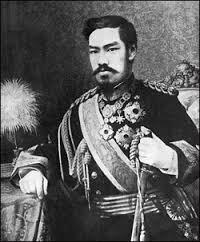 דוגמא מובהקת ללוקליזציה - הקיסר היפני מייג'י (מלך מ-1868-1912) במדי שרד מערביים