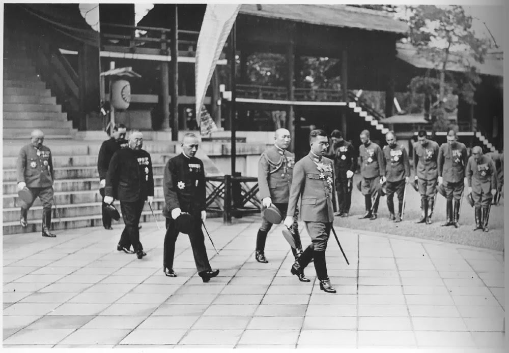 שינטו ממלכתי - הקיסר הירוהיטו מבקר במקדש יסוקוני ב-1935