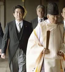 ראש ממשלת יפן, אבה שינזו, מבקר במקדש יסוקוני