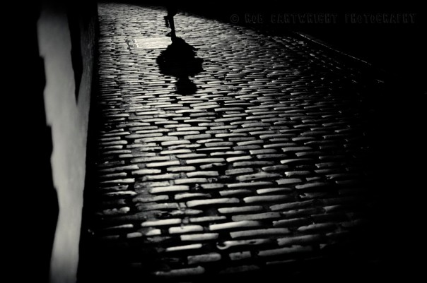 ashton-lane-west-end-glasgow-scotland-setts-cobblestones-night-lonely-simple-eerie-mysterious-street-photography-city-urban-bw-black-white-bw-monochrome-nikon-d700-cartwright