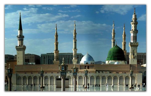 התעוזה משתלמת. מסגד הנביא מוחמד במדינה.