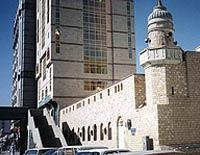 מסגד הג'ינים במכה. כאן, לפי האגדה, שמעו השדים את הקוראן ונשבו בקסמו.