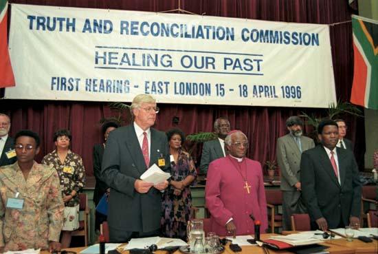 הישיבה הראשונה של ועדת האמת והפיוס באיסט לונדון