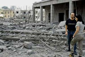"""אסון ברגע אחד - ההרס בכפר כנא בעקבות הפצצת צה""""ל במבצע ענבי זעם. צילום: רויטרס"""