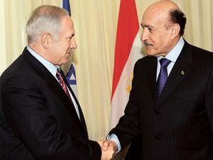 הפסקת אש מצרית עשויה להבטיח סיבוב נוסף של לחימה: ראש המודיעין המצרי לשעבר, עומר סולימאן, עם בנימין נתניהו
