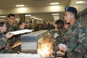 חדר אוכל בצבא ארצות הברית - למצולמים אין קשר לכתבה