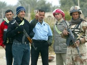 כוחות שיטור מקומיים הם חלק בלתי נפרד מאסטרטגית הקונטר-התקוממות. כאן בתמונה, מיליציות סוניות מועדות ההתעוררות, שנלחמו ביחד עם האמריקאים נגד אל-קאעדה בזמן נחשול הכוחות.