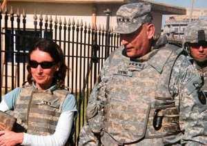 צמד מוזר ונמרץ: אמה סקיי וגנרל ריי אודיארנו. מקור: The Guardian