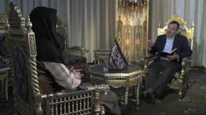 """קול רך ומבוייש - מנהיג ג'בהת א-נוסרה מתראיין לתוכנית """"ללא גבולות"""" של אחמד מנצור, רשת אל-ג'זירה"""
