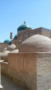 מבט לקבר פהלוואן מחמוד (עם כיפת הטורקיז)