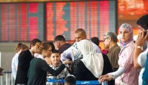 """נוסעים ממתינים לבידוק בנתב""""ג. קרדיט: הארץ. למצולמים אין קשר לכתבה."""