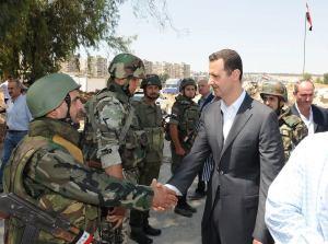 צבא בכל הפינות: נשיא סוריה, בשאר אל-אסד, במפגש עם חיילים