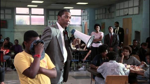 """עריצות חסרת מעצורים - המנהל ג'ו לואיס קלארק (מורגן פרימן) בסרט """"סמוך עלי"""""""