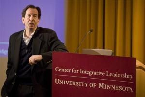 מבדיל בין מנהיגות לבין סמכות - פרופסור רונלד חפץ
