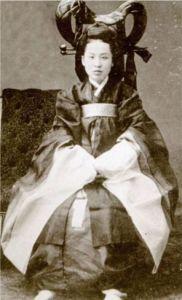 מלכת קוריאה, שנרצחה בידי השגריר היפני וכנופיית ההרפתקנים שלו