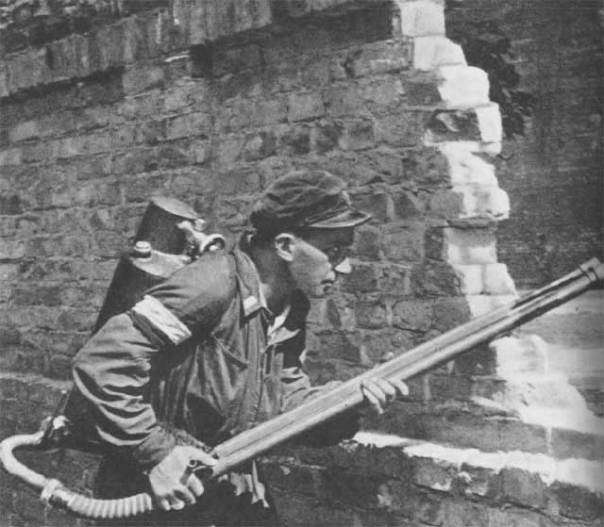 Warsaw_Uprising_-_Small_PASTa_-_Flamethrower